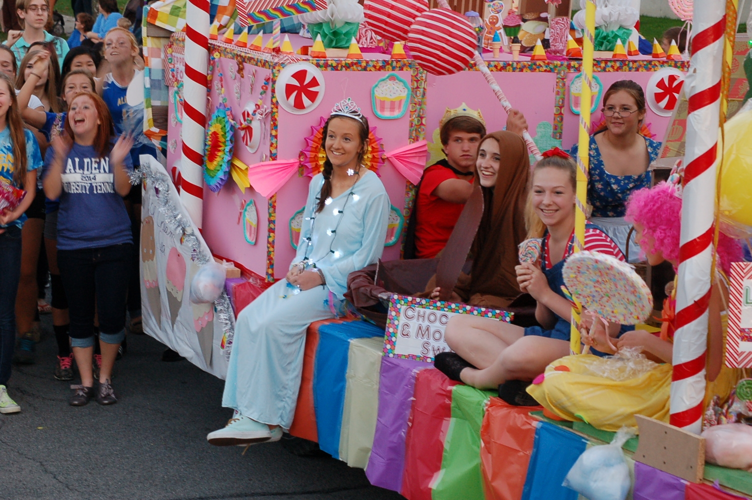 Candyland Float Wins Homecoming