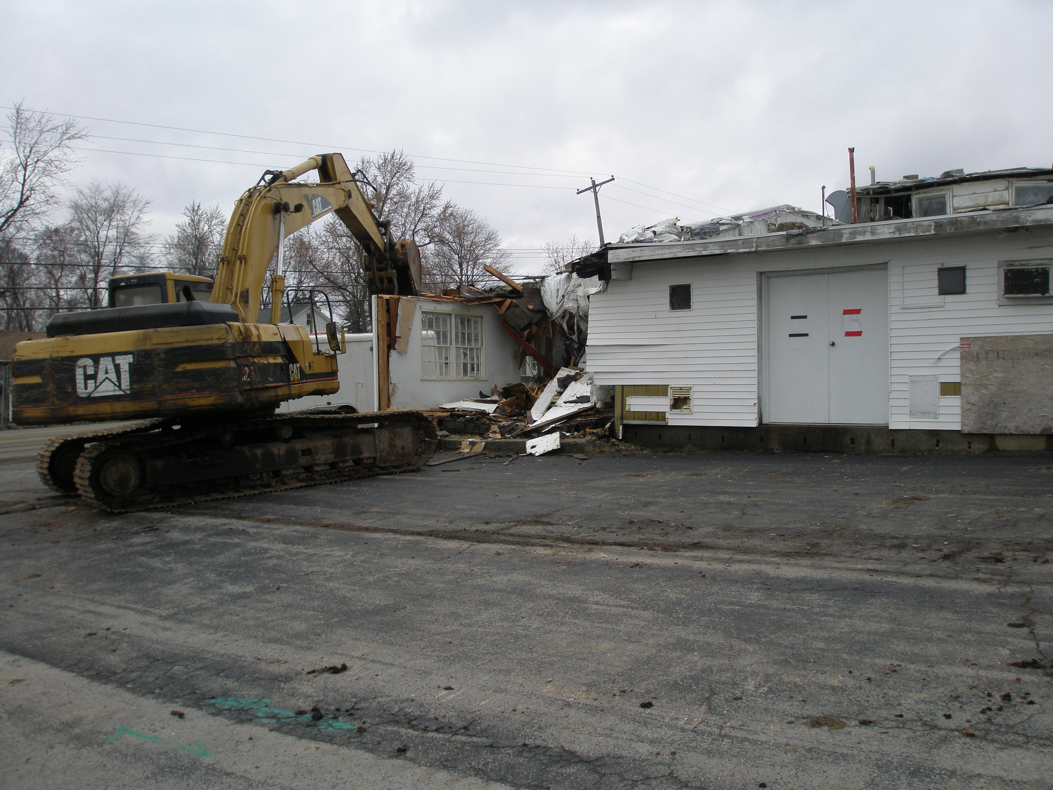 Building at Alaura and Broadway Comes Down