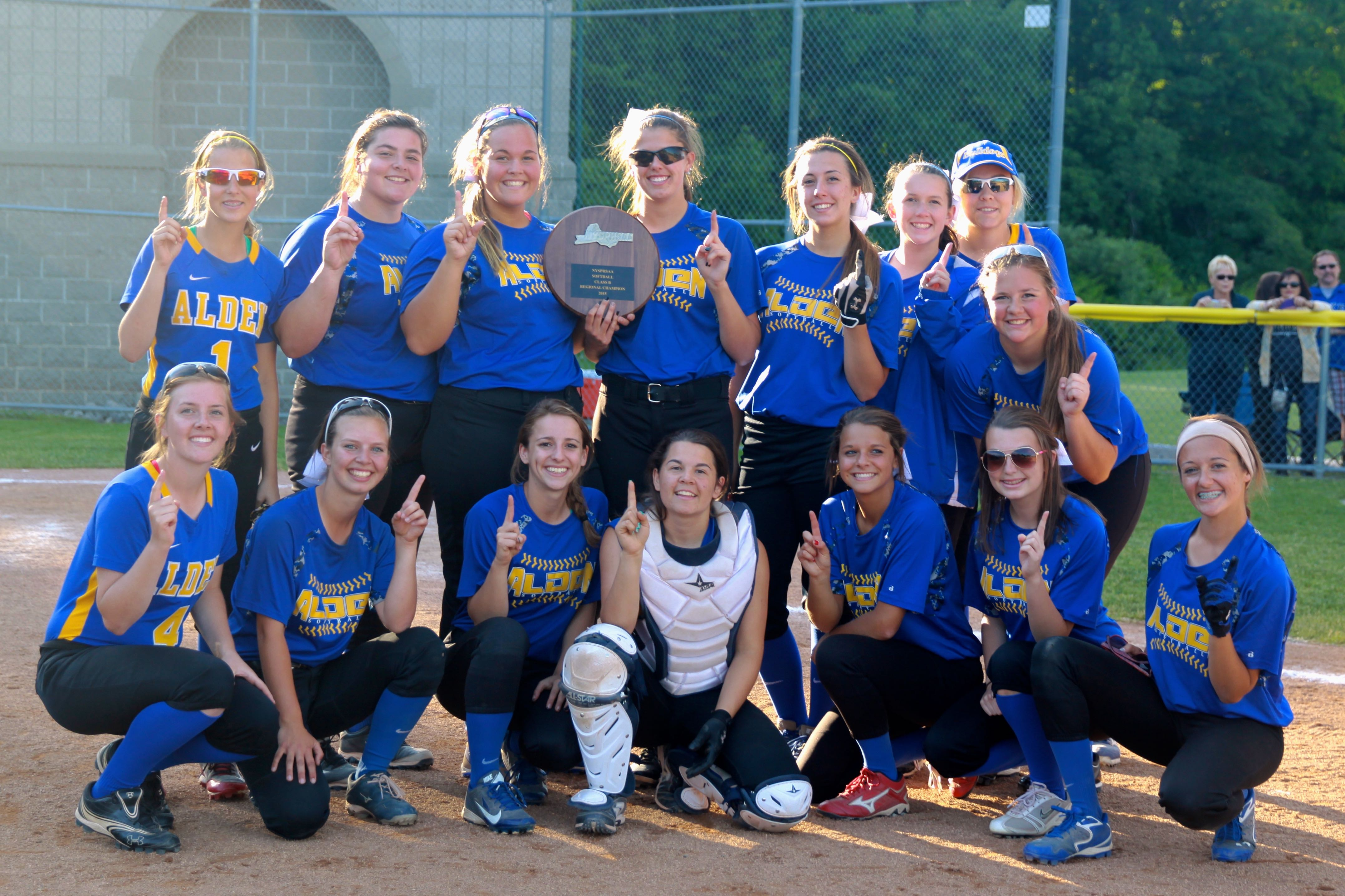 Softball Wins Far West Regional; Heading to State Semi-Finals
