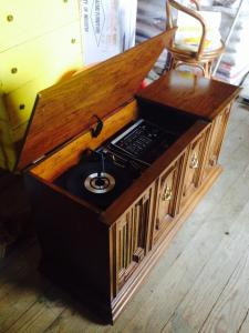 andrews auction phonograph